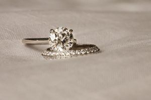 What Size Diamond Should I Get? - Dominion Jewelers