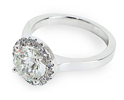 Roudn Cut Halo Engagement Ring
